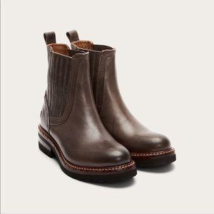 FRYE | ella moto chelsea boots warm grey 7